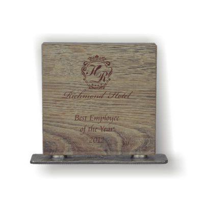 trophée bois carré gravé socle en métal