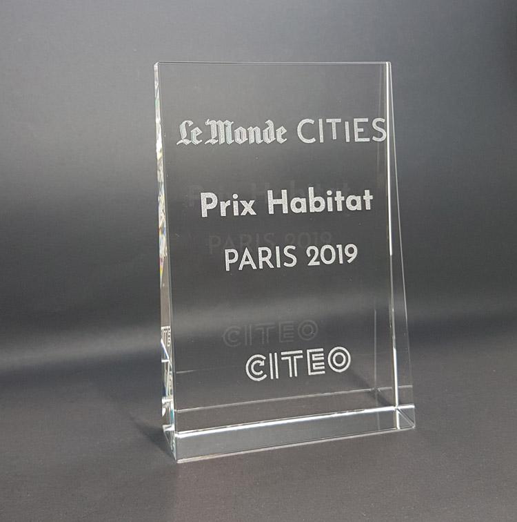 trophée en verre optique trapèze gravé awards le monde cities