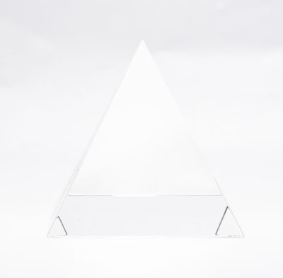 presse papier pyramide verre gravé