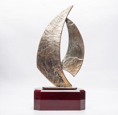 trophée voile métal et socle en bois 28 cm