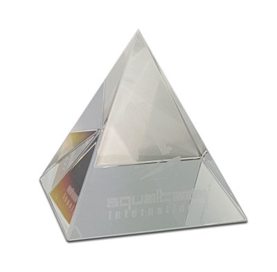 presse papier pyramide en verre gravé