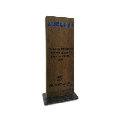 trophée bois socle métal imprimé en couleur