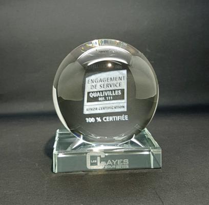 trophée verre optique gravure à l'intérieur du verre