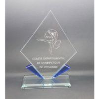 trophée losange gravé avec bords bleu et socle en verre