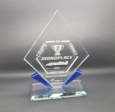 trophée verre losange bord bleu et gravure laser