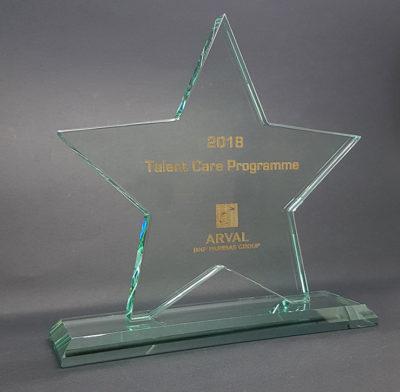 trophée étoile en verre gravure laser et remplissage or