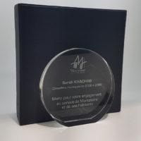 trophée médaillon rond en verre optique personnalisé d'une gravure laser au verso