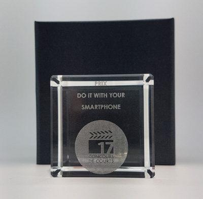 trophée verre optique cube 5 cm gravé et son écrin noir