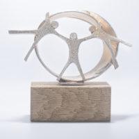 trophée personnalisable en bois et métal personnages fixés sur une sphère