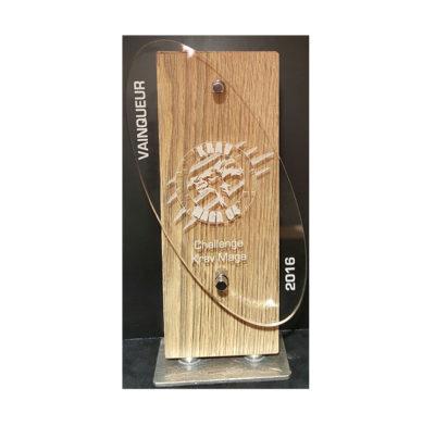 trophée bois et plexiglass oval gravé